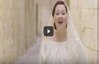 'Vaishnav Jan To' song sung by singer from Malta Ms. Debbie Scerri