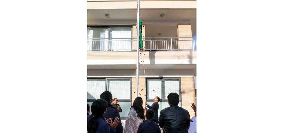High Commissioner Shri Rajesh Vaishnaw unfurling the National Flag on the occasion of the Republic Day 2019